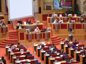 Pražští zastupitelé odvolali čtyři radní včetně Stropnického