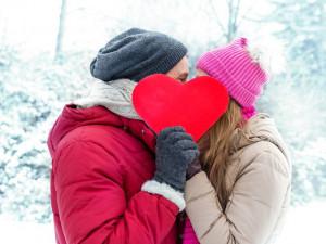 Na Valentýna se nejvíce utrácí na poslední chvíli, jen desetina Čechů se seznámila na internetu