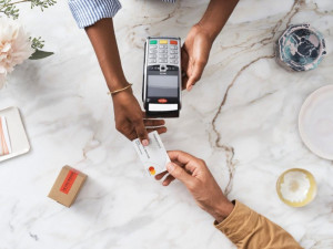 Mastercard na Giving Tuesday zdvojnásobí příspěvek dětem z platby v McPen