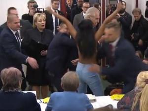 O tenhle striptýz prezident nestál.