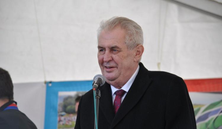 Prezidentem byl opět zvolen Zeman, vyhrál nad Drahošem