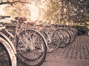 Praha 1 omezí kola v centru do začátku letní turistické sezony
