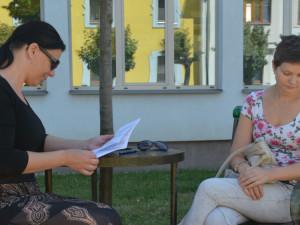 PŘÍBĚH: Matka samoživitelka se dostala do dluhové pasti, pomohli jí lidé na internetu