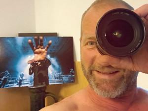 David Koller nechal budějckému fotografovi opravit objektiv, který mu při koncertu rozbil.