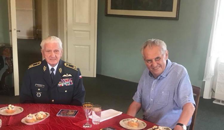 Miloš Zeman přijal generála Emila Bočka. Poděkoval mu za podporu v prezidentské volbě