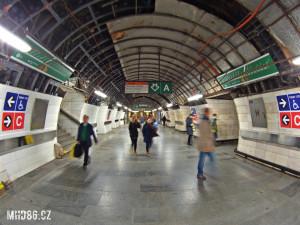 Stanice Muzeum na lince metra A se o tomto víkendu neuzavře