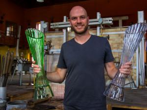 Česká sklárna odhalila letošní trofeje Tour de France, vzhledem symbolizují průběh nejslavnějšího cyklistického závodu.