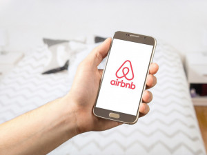 Další rána pro sdílenou ekonomiku. Finanční správa začala kontrolovat Airbnb. Kde získala data, tají