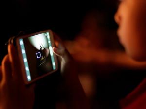 Děti jsou na internetu stále častěji terčem vydírání. Nemají problém poslat svou nahou fotku