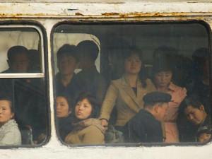 Tání v KLDR: V mobilech nejde internet, přesto je všichni chtějí. Severokorejci začínají žít komerčně