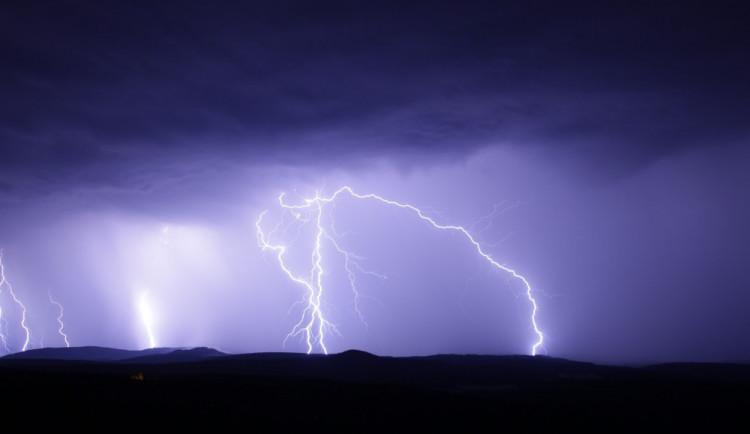 Vedro v Česku vystřídají ve čtvrtek bouřky a v pátek ochlazení