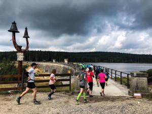 Jizerkami proběhly dva tisíce běžců. Bedřichov hostil pátý ročník letní Jizerské 50