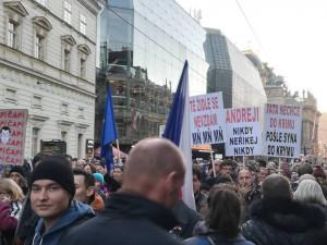 FOTO: Tisíce lidí v Praze na Staromáku žádaly odchod premiéra