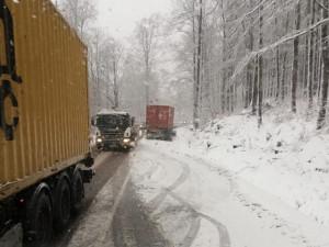 Na severu země bude silně sněžit, v noci hrozí Česku náledí