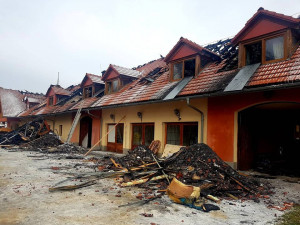 Požár na Vysoké po dvou týdnech: Odklízení škod a nesmírná solidarita