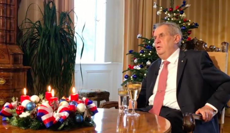 VIDEO: Protivládní demonstrace jsou pohrdáním vůle voličů, řekl ve vánočním poselství Zeman