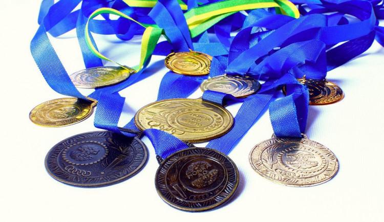 Sportovci budou mít medaile z příští olympiády ze smetiště