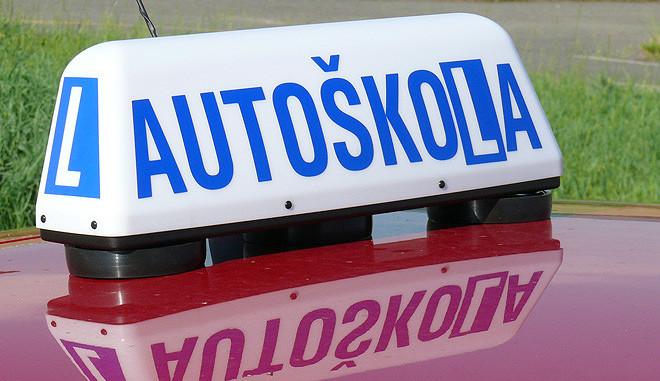 Za korupci v autoškolách padl i nepodmíněný trest
