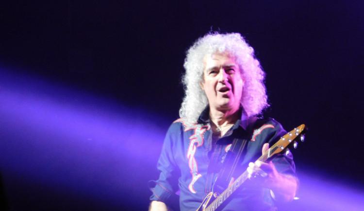 RECENZE: Kytarista Queen se jen nostalgicky neohlíží, ale tvoří i novou muziku