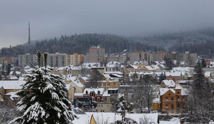 Jablonec odvolal kalamitní opatření. Nákladní auta odvezla více než 8 tisíc tun sněhu