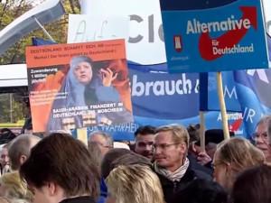 Útok podle not Kremlu. Stopy vedou k německým spojencům Okamury, Zemana i Klause