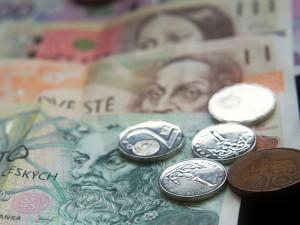 Vláda chce zrušit superhrubou mzdu až v roce 2021