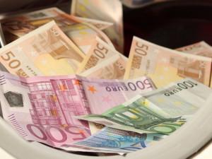 Šedá ekonomika podle většiny Čechů brzdí ekonomický růst. Jak s problémem bojují města?