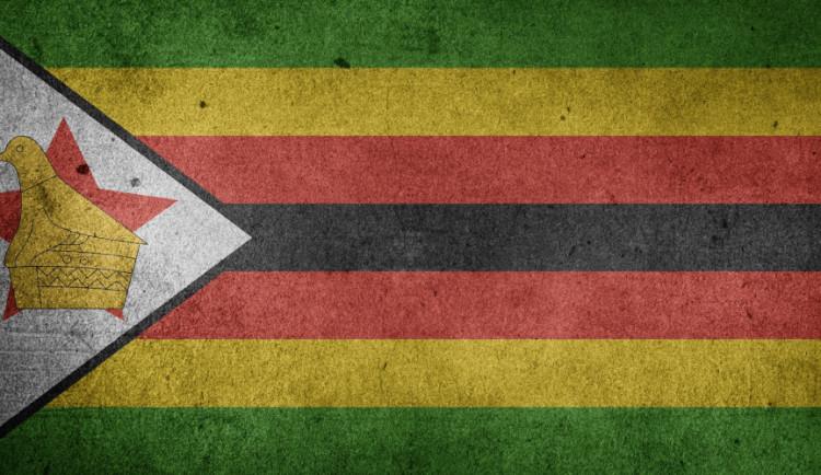 Exprezidentovi Zimbabwe ukradli aktovku s milionem dolarů