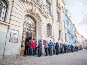 Česká národní banka vydala další výroční dvacetikoruny. Na Lannovce lidé stáli dlouhou frontu