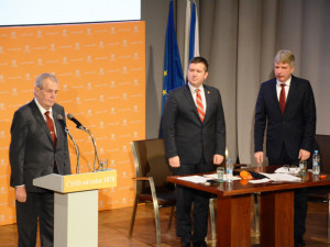 Zeman v Hradci slíbil ČSSD podporu v květnových evropských volbách.