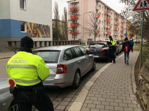 """Parkování """"Kiss and ride"""" řidiči v Brně stále příliš nerozumí, někteří na místech stojí i týden"""