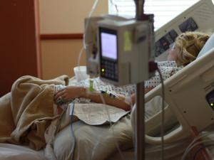 Salmonelózou se ve zlínské nemocnici nakazilo 67 lidí