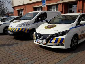 FOTO/VIDEO: Olomoučtí strážníci budou jezdit novými elektromobily