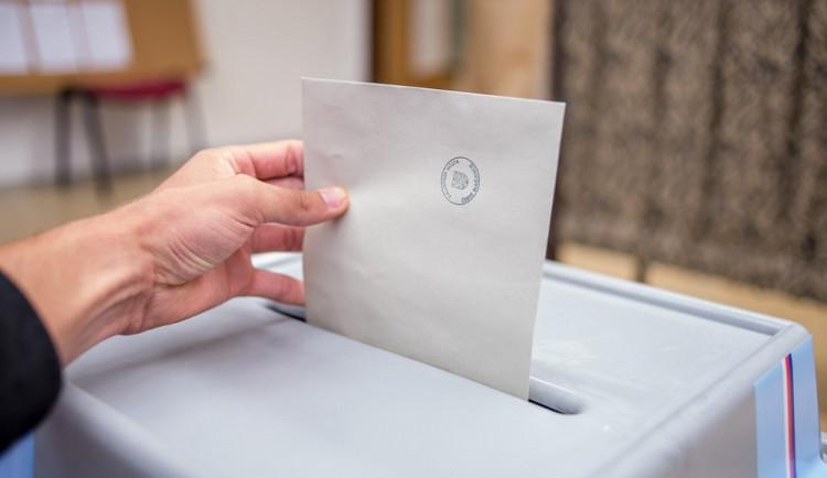 V eurovolbách se v ČR utká 39 uskupení, jedno bylo vyřazeno