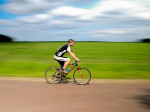 Cyklistická sezóna začala: Bez přilby ani ránu!