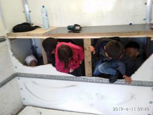 Policie našla v dodávce na dálnici D1 na Vysočině běžence. Z toho byly tři zhruba čtyřleté děti.