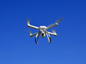 Drony jsou stále oblíbenější, ne každý majitel ale řeší pravidla, která létání omezují