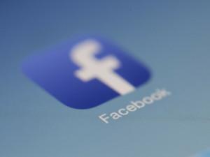 Facebook oznámil uzavření řady falešných účtů a stránek