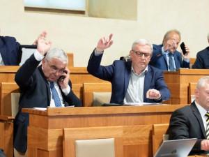 Senát podpořil zachování nezávislosti médií veřejné služby