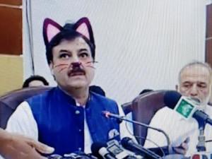 Internet se baví streamem pákistánské ministerstva. Omylem vysílalo s kočičím filtrem.