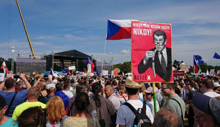 Vysílání z nedělní demonstrace na ČT vidělo čtvrt milionu lidí