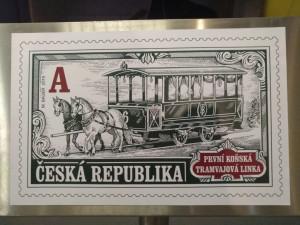 Nejstarší MHD v Česku slaví 150 let. Česká pošta vydala k výročí městské dopravy v Brně speciální známku.