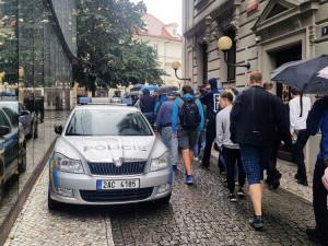 Fronty na eurobankovku s Karlem Gottem v Praze