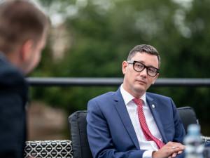 Milion chvilek považuji za parodii na Občanské fórum, říká mluvčí Jiří Ovčáček. Kandidaturu na prezidenta nevylučuje.