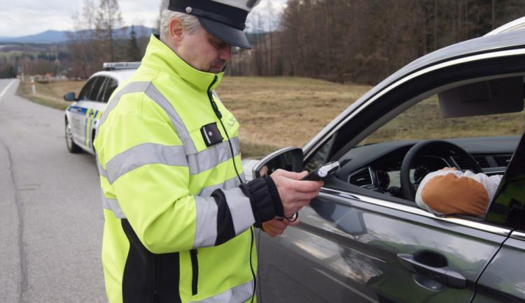 Do roku 2025 má u dálniční policie přibýt 750 služebních míst