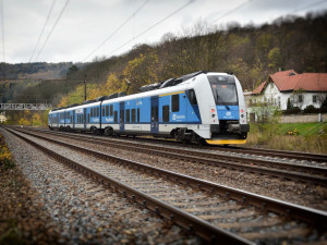 V Česku budou o víkendu uzavírky na dálnicích i železnici