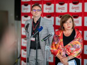Ředitel Budvaru Petr Dvořák spolu s ministryní  financí Alenou Schillerovou.
