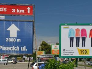 Reklamní firmy odstraňují billboardy u pražských silnic