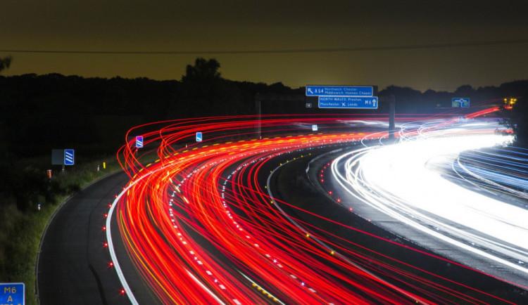 Senát rozhodne o elektronických dálničních známkách