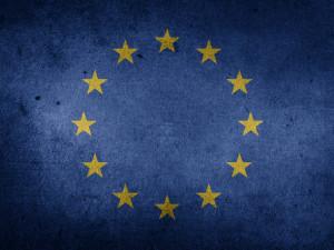 Představy Čechů o EU: Vnímají pozitiva, ale stále věří mnoha mýtům